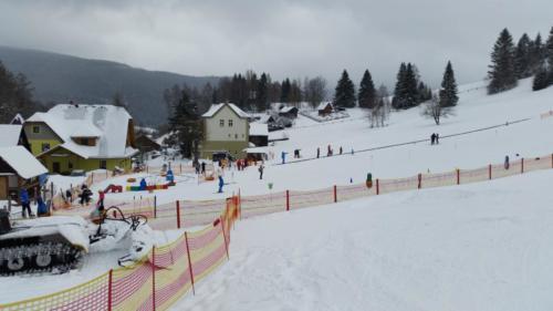 lyžařský svah za chatou